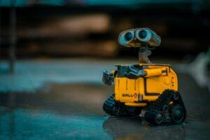 Microsoft Power Automate kan liknas vid en personlig liten robot som sköter om repetitiva arbetsuppgifter åt dig.